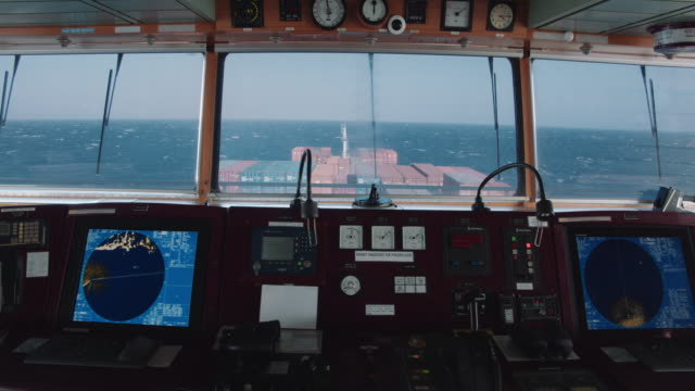 containerschiff-brückenansicht - passagier wasserfahrzeug stock-videos und b-roll-filmmaterial