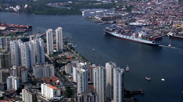 frachtschiff eingabe hafen von santos-luftaufnahme-são paulo, guarujá, brasilien - lateinamerika stock-videos und b-roll-filmmaterial