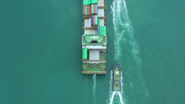 vídeos y material grabado en eventos de stock de container ship in export and import business logistics and transportation. cargo and container box shipping to harbor by crane. water transport international. aerial view and top view. - embarcadero