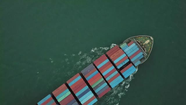 stockvideo's en b-roll-footage met container schip in zee - verenigde staten