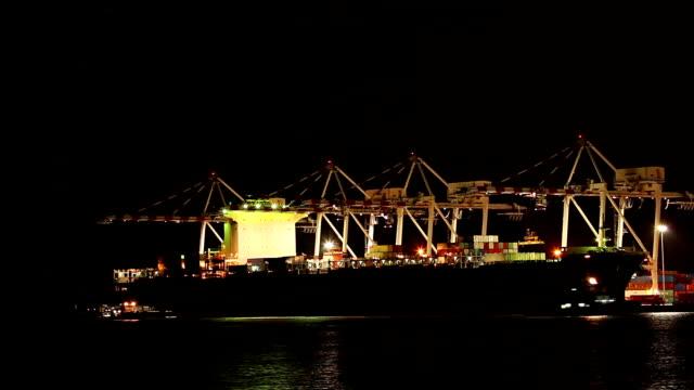 Container schip in de haven