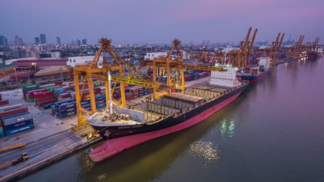 stockvideo's en b-roll-footage met container schip in de haven, time-lapse - binnenschip