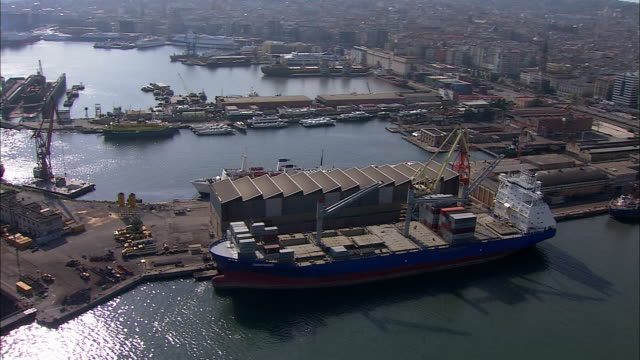 container ships and cargo ships dock at a shipyard in naples, italy. - darsena video stock e b–roll