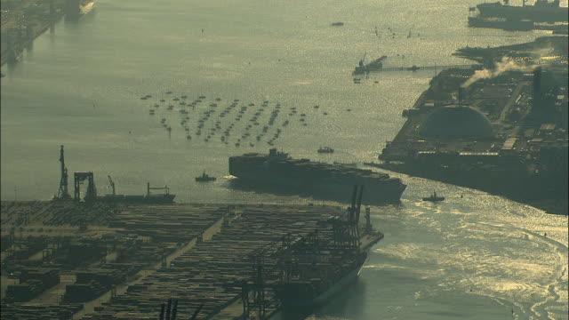 aerial container ships at southampton port / hampshire, united kingdom - イングランド サウサンプトン点の映像素材/bロール