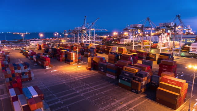 stockvideo's en b-roll-footage met container terminal activity - day to night time lapse - long beach californië