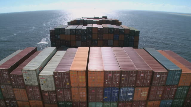 ws container vessel oocl washington  / english channel, north sea, europe - frachtschiff stock-videos und b-roll-filmmaterial