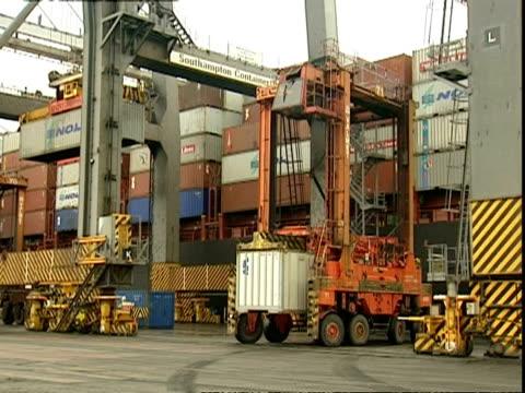 vídeos de stock e filmes b-roll de containers being moved, container terminal, southampton, uk - baixar