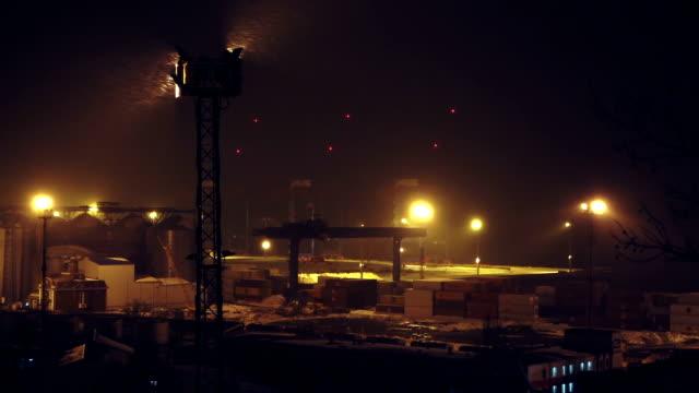 Containers in de zeehaven van nacht