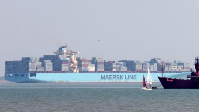 vídeos y material grabado en eventos de stock de ws pan containership leaving port / felixstowe, suffolk, united kingdom - export palabra en inglés