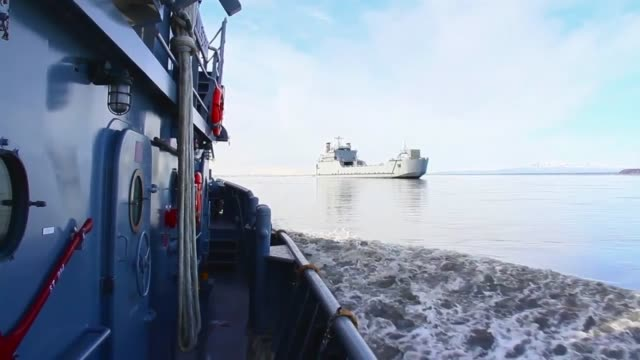 contains footage of small tug boats working around the usns mendonca and us army vessel malvern hill from 481st transportation company from port... - anchorage alaska stock videos and b-roll footage