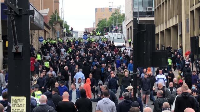 **contains sweating** police in glasgow were able to avert a clash between people calling for the removal of a statue of metropolitan police founder... - sweat stock videos & royalty-free footage