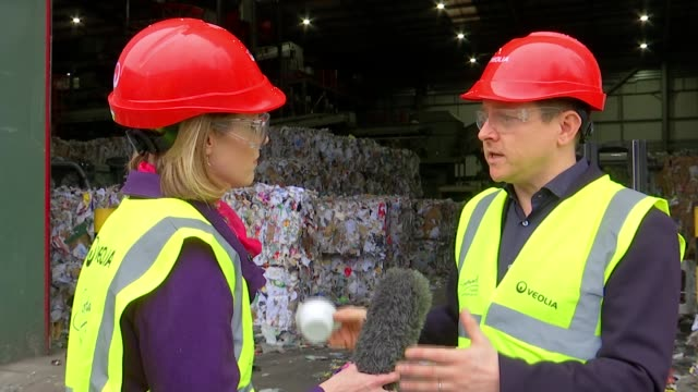 vídeos de stock, filmes e b-roll de contamination of recycling a costly problem for london boroughs; england: london: southwark household reuse and recycling centre: int various shots... - fardo