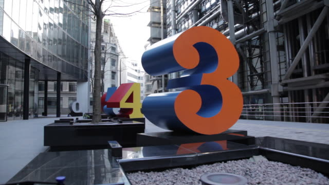 contemporary architecture and numbers, the city, london, england, uk - 数字の3点の映像素材/bロール