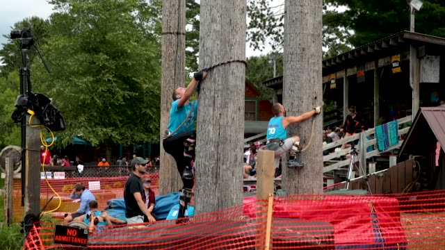 vidéos et rushes de contestants compete in a 90foot climb event at the lumberjack world championships on july 20 2018 in hayward wisconsin the event in its 59th year... - concurrent