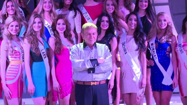 vídeos de stock, filmes e b-roll de contestants in the miss venezuela contest rehearse before the big event - rainha de beleza