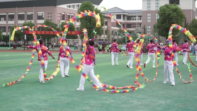 vidéos et rushes de contestants play diabolo during the 6th youth diabolo competition on may 14, 2021 in jinhua, zhejiang province of china. - concurrent