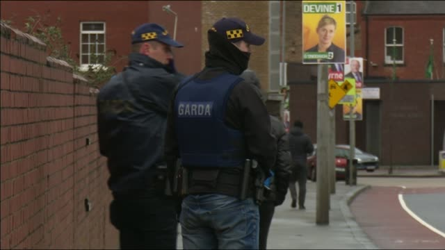 continuity ira claim to be behind dublin boxing weighin shooting of suspected drug dealer police officer with gun with other police officers by car... - dublin republic of ireland stock videos & royalty-free footage