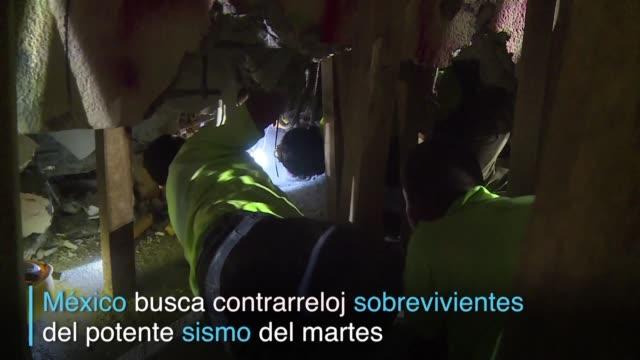 vídeos de stock e filmes b-roll de contra el reloj y el cansancio las tareas de rescate continuan en ciudad de mexico tras el poderoso sismo de magnitud 7,1 del martes especialmente en... - reloj