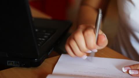 hd :契約の - paperwork点の映像素材/bロール