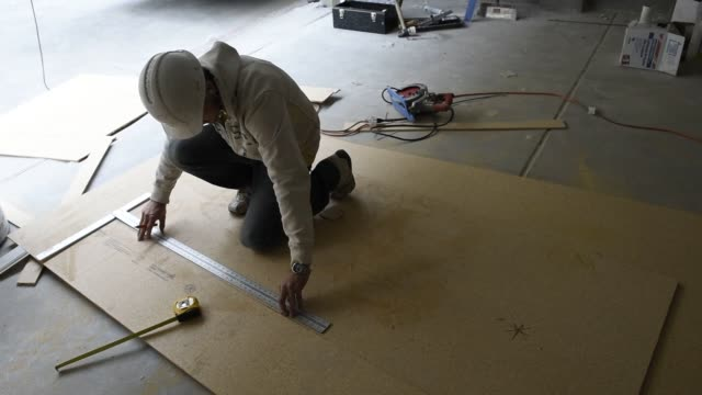 contractor works on a townhouse under construction in the pepper lane development by pulte homes inc in san jose, california, us, on wednesday, april... - tape measure video stock e b–roll