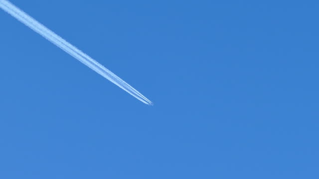 contrails - aerospace stock videos & royalty-free footage