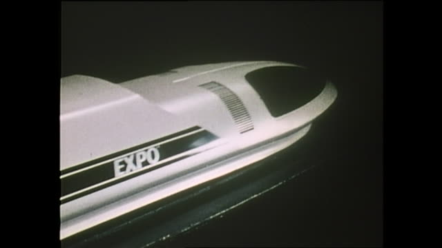 contributor approval required for all uses a model of maglev train is displayed in the japanese pavilion during expo 70 / the japan world exposition... - 科学技術点の映像素材/bロール