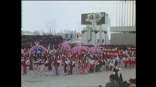 contributor approval required for all uses children perform dance in front of a futuristic giant robot at expo 70 / the japan world exposition 1970... - världsutställning bildbanksvideor och videomaterial från bakom kulisserna