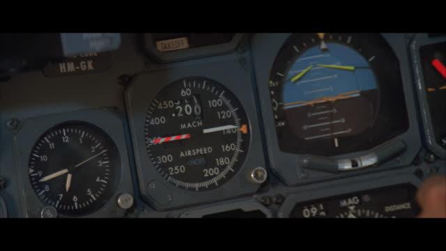 ecu, control panel in jet cockpit - 計測器点の映像素材/bロール