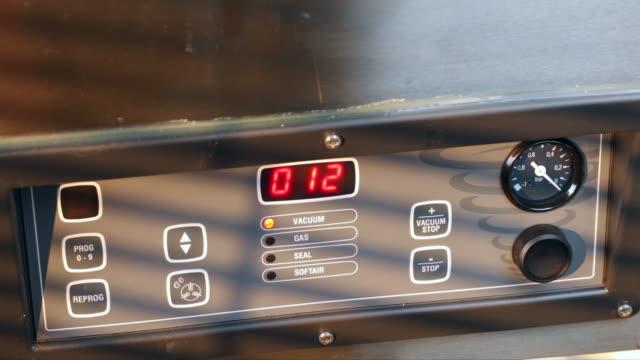 Control panel vacuum packaging machine.