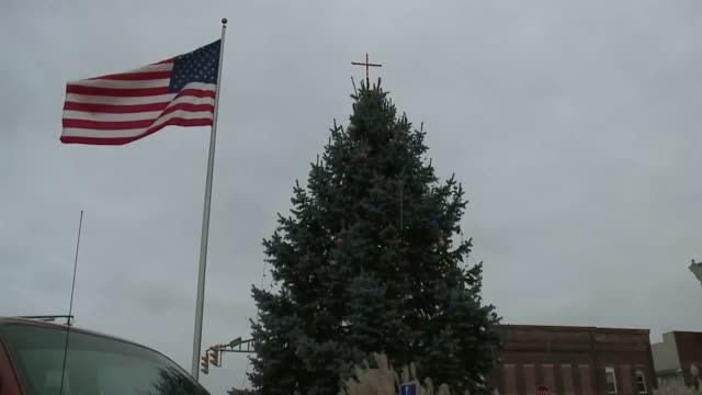 controversial christmas tree with cross on top in town square of knightstown, indiana on dec. 9, 2016. the aclu filed a suit against knightstown on... - religious symbol stock videos & royalty-free footage