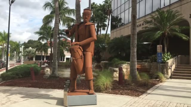 stockvideo's en b-roll-footage met controversial metal sculptures in downtown fort myers florida - fort myers