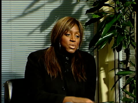 stockvideo's en b-roll-footage met controversy over rap poster featuring gun gir nannar sitting with singer mica paris cms mica paris interview sot talks of the influence 50 cent has... - 50 cent rapper