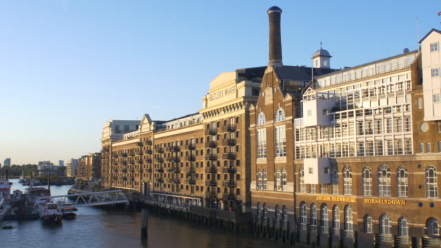 Converted wharehouse apartments on the Thames.4K.