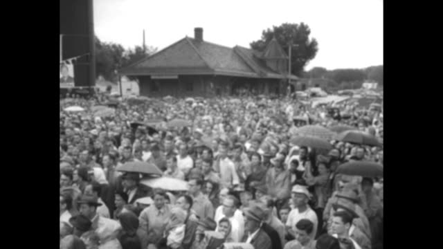 vídeos de stock e filmes b-roll de convertible automobile with republican presidential candidate dwight eisenhower slowly drives through large crowd with iowa statehouse beyond //... - des moines iowa