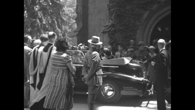 convertible carrying king george vi and franklin roosevelt drives slowly past front of st. james church in hyde park, ny, followed by convertible... - エリザベス・ボーズ=ライアン点の映像素材/bロール