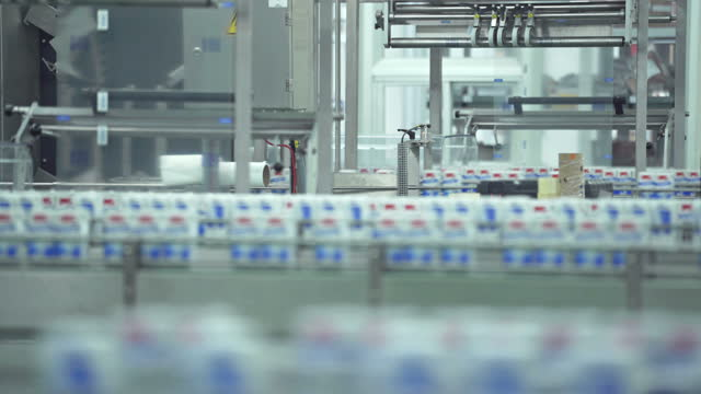 stockvideo's en b-roll-footage met transportband in de fabriek - dairy product