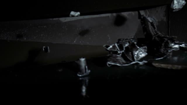 vidéos et rushes de convoyeur de transport pour ferraille - metal