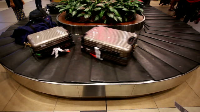 conveyor belt turning at airport baggage claim.real time. - baggage claim stock videos and b-roll footage