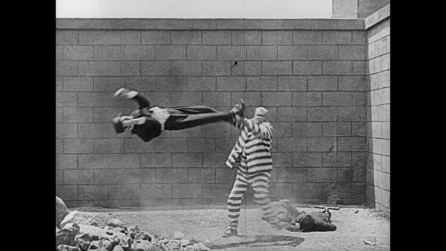 1920 a convict (joe roberts) runs amok and knocks out prison guards - sledgehammer stock videos & royalty-free footage
