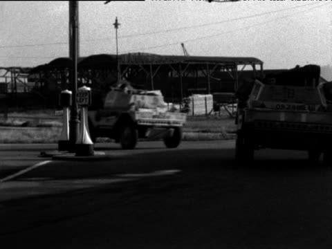 stockvideo's en b-roll-footage met convoy of military vehicles drives towards docks for transit to egypt suez crisis southampton 26 aug 56 - suezcrisis