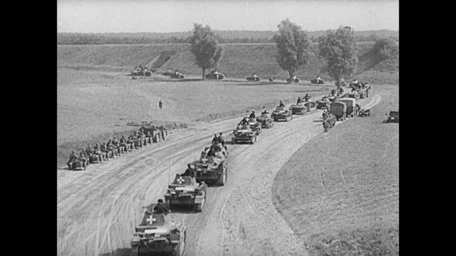 vídeos de stock, filmes e b-roll de convoy of nazi german panzer tanks rolling on dirt road ms hitler w/ raised hand vs large ground cannons firing being manned by soldiers ha german... - polônia