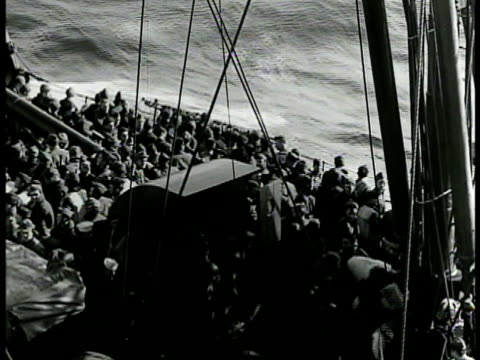 stockvideo's en b-roll-footage met ws convoy of us transport ships ha ws sailors crowded on deck ws cargo ships in line at sea ws merchant ship at sea ws silhouette of convoy ships on... - 1942