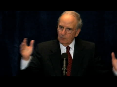 stockvideo's en b-roll-footage met convoy senator george mitchell states that us will continue efforts secure peace within middle east at press conference new york; 22 september 2009 - congreslid