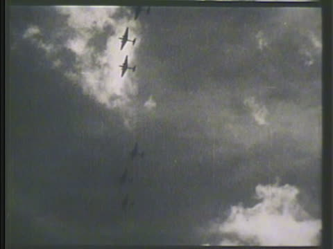 convoys of japanese bomber aircrafts flying in sky including mitsubishi g3m bombers vs flying over pearl harbor g3m flying dropping bombs ws large... - 真珠湾攻撃点の映像素材/bロール
