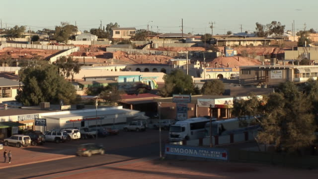 ws ha coober pedy main street, coober pedy, south australia, australia - coober pedy stock videos & royalty-free footage