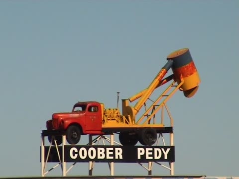 coober pedy sign - coober pedy stock videos & royalty-free footage