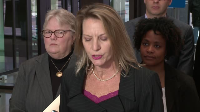 wgn cook county public defender amy campanelli at a press conference after the suspects accused of torturing a schizophrenic man and streaming it... - schizofreni bildbanksvideor och videomaterial från bakom kulisserna