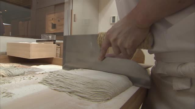 cu cook preparing soba noodles, tokyo, japan - noodles stock videos & royalty-free footage