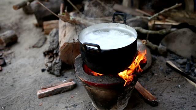 vídeos y material grabado en eventos de stock de cook de arroz - hervido