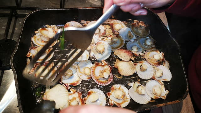 cook small scallops on the grill - gratin stock videos & royalty-free footage